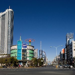 station-and-shopping-spot-in-bunkyo